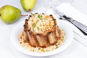 grillade fläskribbor med ris och kryddor foto