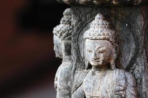 sten staty av en buddha foto