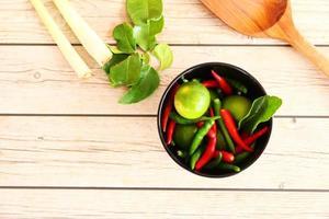 thailändska tom yam soppa örter och kryddor.