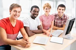 internationell grupp av studenter foto