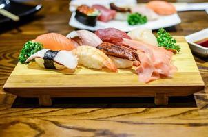 sushi, japansk mat foto