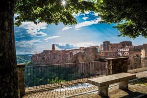 medeltida stad pitigliano vid solnedgången, Toscana, Italien