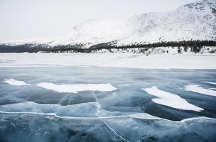 rivière gelée du grand-nord du québec foto