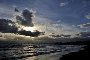 atardecer en málaga. puesta de sol foto
