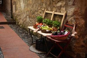 typisk italiensk livsmedelsbutik foto