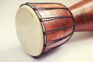 afrikansk trumma tonad foto