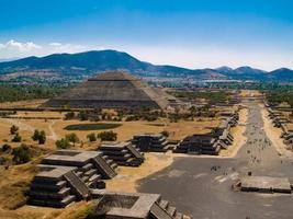 vackert foto av teotihuacan-pyramiderna