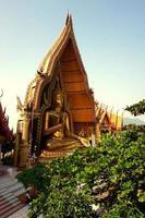 resa på wat tham sua i Thailand foto