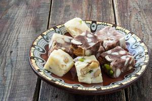 traditionella orientaliska sötsaker - sherbet och halva foto