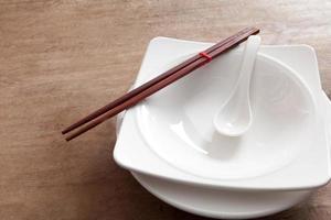 vit rosett och bambupinne foto