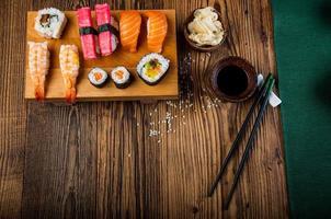 färgglad orientalisk sushi
