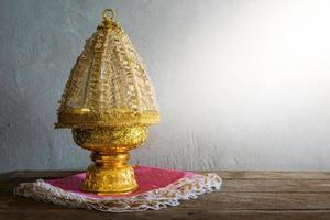 Thailand guldbricka med piedestal foto