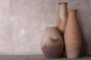 uppsättning av tre lerkrukor foto