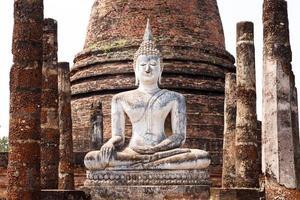 forntida buddha staty. sukhothai historiska park, Thailand foto