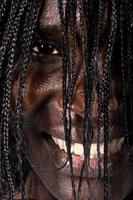 stående afrikansk kvinna foto
