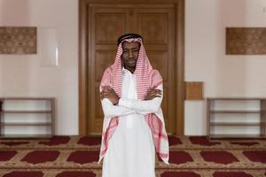 ung arabisk man foto