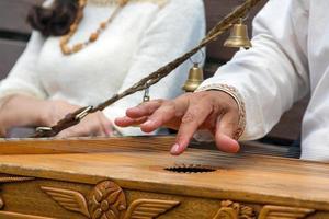 traditionell musiker-psalteriespelare i Ryssland foto
