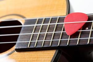 liten hawaiiansk fyra strängad ukulele gitarr foto