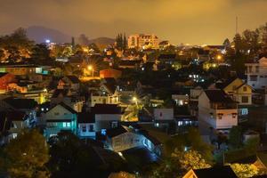 dalat stad på natten foto
