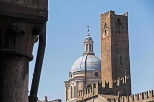 mantua, italy, torget sordello, torn och kupol foto
