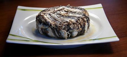 ansjovis med ris (beredd fisk) foto