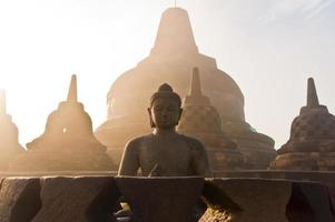 borobudur tempel vid soluppgången, Indonesien. foto