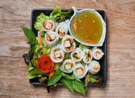 grönsaker och i nudlarör foto