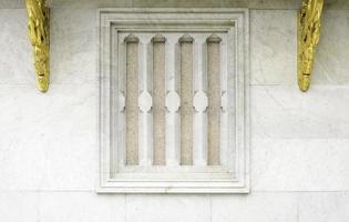 traditionell thailändsk stil tempel fönster foto