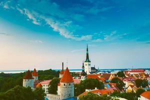 panorama panoramautsikt över landskap gammal stad tallinn i foto