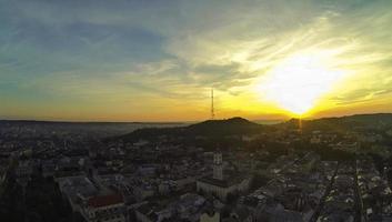lviv - Flygfoto soluppgång foto