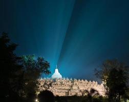 borobudur tempel på natten foto