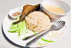 stekt ris med fisk