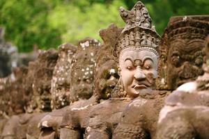 jätte vid Angkor wat ingång siem skörda provinsen, Kambodja foto