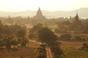 många pagoder och resor foto
