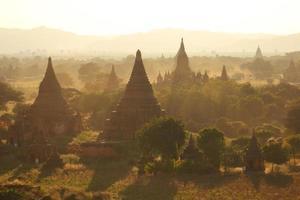 många pagoder på bagan foto