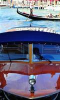 lansering och gondol, Venedig foto