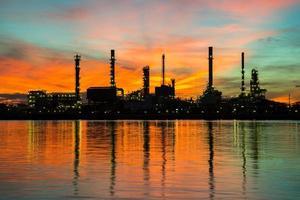 oljeraffinaderi foto
