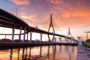 bhumibol bridge i Thailand, foto