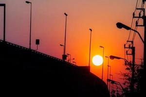 solnedgång på urban scen foto
