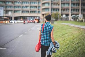 ung stilig skäggig hipster man foto