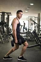 tränar på gym foto