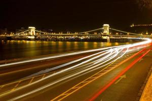 budapest på kvällen foto