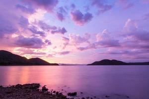 Visa vacker natur khuean srinagarindra nationalpark foto