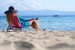 flicka på en strand foto