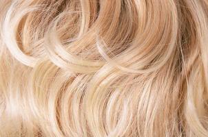 vacker hårblond som bakgrund foto