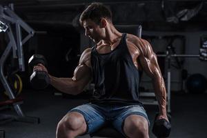 kroppsbyggare i gymmet foto
