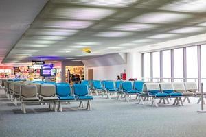 bänk på Donmueng flygplats. foto