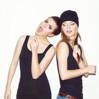 två flickvänner som har kul