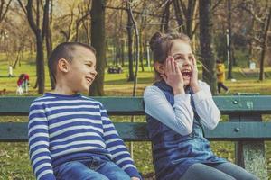 bror och syster foto