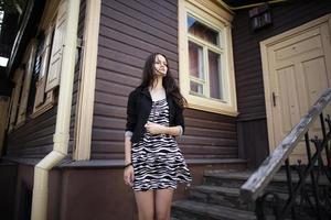 vackra allvarliga tjej porträtt foto